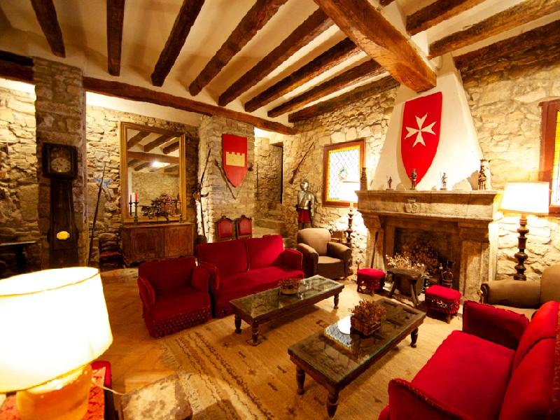 """Visita guiada al Castell de Montsonís i tast a """"la Botiga"""